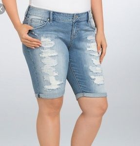 EUC Torrid Boyfriend distressed bermuda shorts